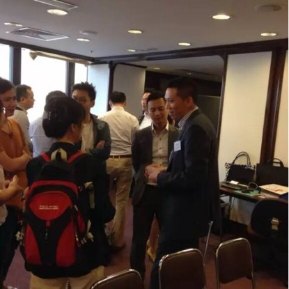 HK CMA attendees discuss with Mr. Mak after the event